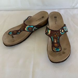 White Mountain sandals size 8M beaded preowned